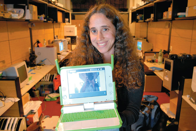 Entrevista a la Ing Fiorella Haim, Docente de Electrónica del IIE, El Espectador 810